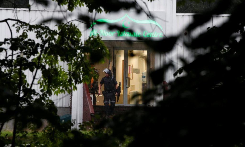 al-noor https://www.theguardian.com/world/2019/aug/10/update-1-one-person-injured-in-shooting-at-norway-mosque-suspect-in-custody